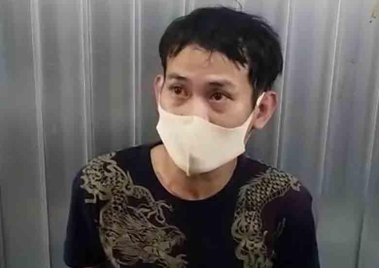 Gí dao vào nữ nhân viên cửa hàng tiện lợi ở TP.HCM để cướp