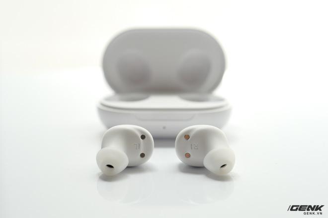 Cận cảnh OPPO Enco Buds: Thiết kế in-ear nhỏ gọn, hỗ trợ Dolby Atmos, thời lượng pin lên đến 24h, giá 790.000 đồng