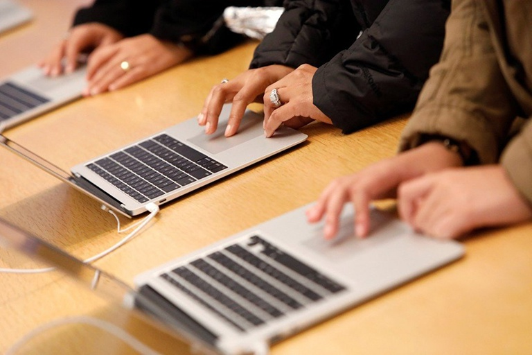 MacBook Air mới với màn hình Mini LED 13 inch ra mắt giữa năm sau