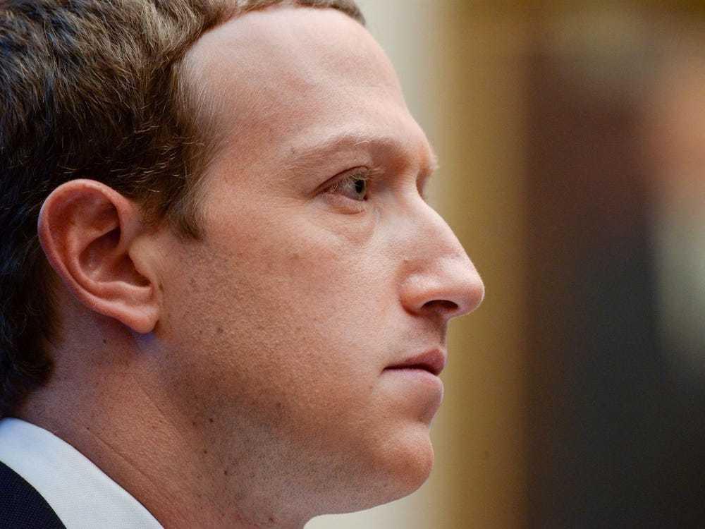 Mark Zuckerberg thừa nhận Facebook không bao giờ hết tin giả