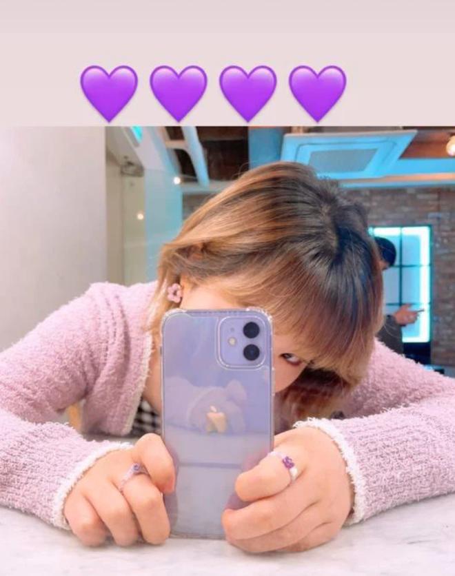 """Taeyeon (SNSD), IU, Nayeon (TWICE) đều mê mẩn chiếc iPhone này, hot cỡ nào mà các """"chị đại"""" đều muốn sở hữu?"""